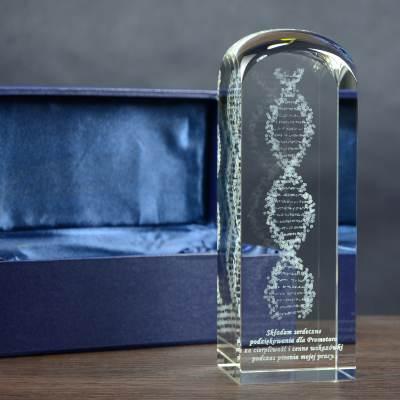 DNA 3D w kryształowej statuetce