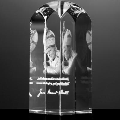 Trójwymiarowe zdjęcie Jana Pawła II w szkle