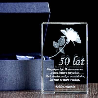 Prostopadłościan z wygrawerowaną różą 3D