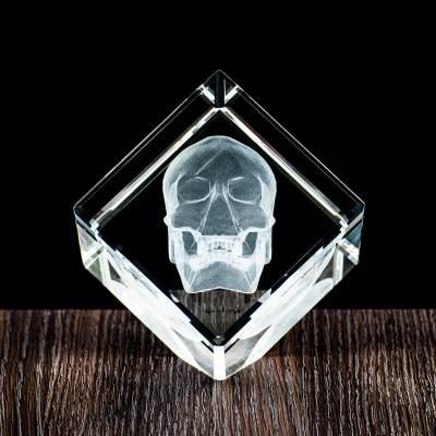 Trójwymiarowa (3D) Czaszka wygrawerowana w krysztale. Prezent dla Chłopaka