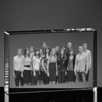Zdjęcie klasowe wygrawerowane w krysztale