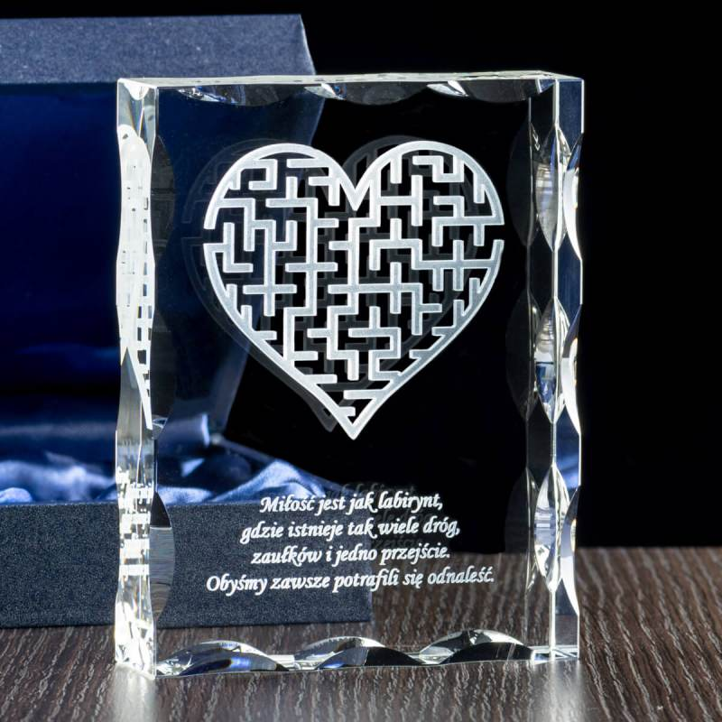 Serce labirytn - motyw graficzny w krysztale na rocznicę ślubu