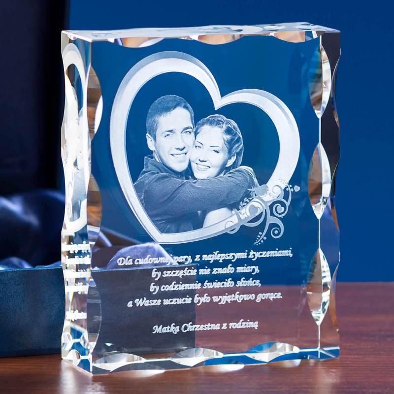 Zdjęcie w ramce w kształcie serca wygrawerowane w krysztale