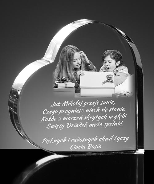 Personalizowany kryształ zawierający wygrawerowane zdjęcie w nuków